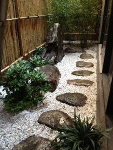 Small japanese gardens for urban environments for Creating a japanese garden in a small space